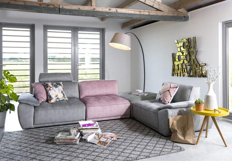 Canapé bas gris et rose