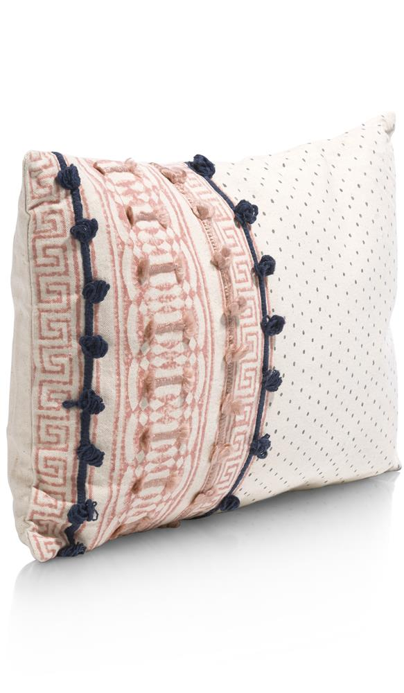 Coussin rectangulaire beige rose motifs relief
