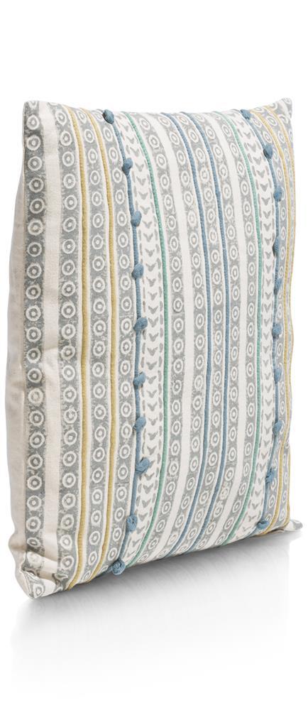 Coussin carré beige motifs et détails colorés en relief