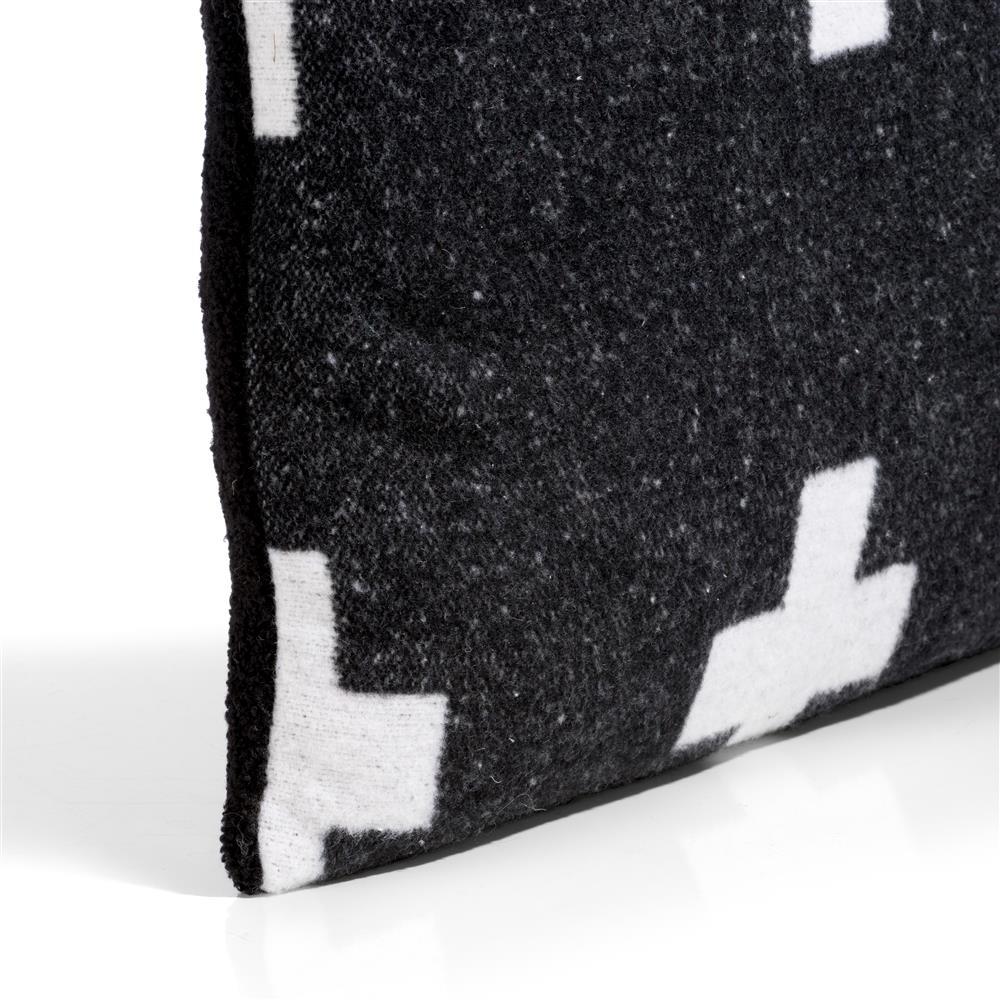 Coussin noir et blanc motifs croix