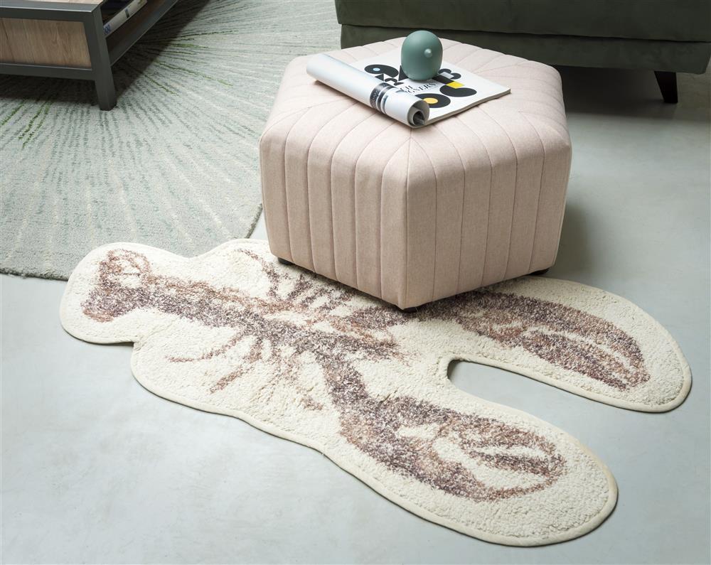 tapis forme homard et pouf rose pâle