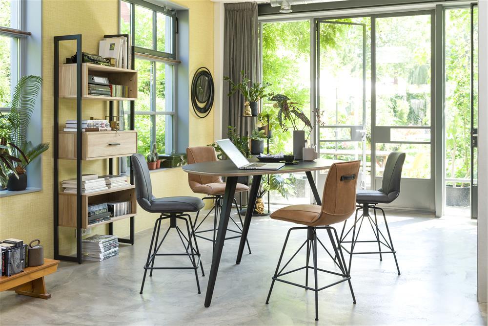 Séjour scandinave industriel table et chaise de bar