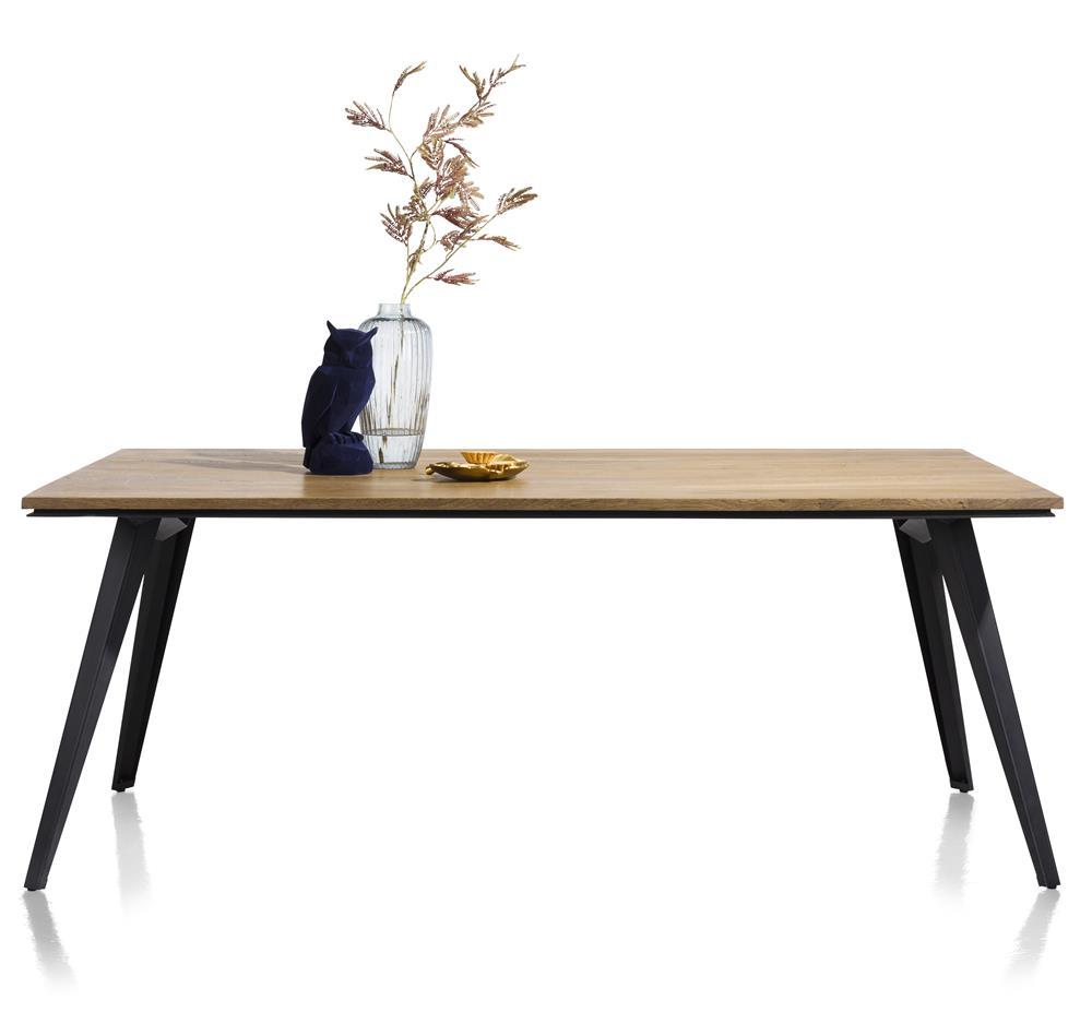 Table de repas familiale style industrielle bois de chêne et pieds métal noir