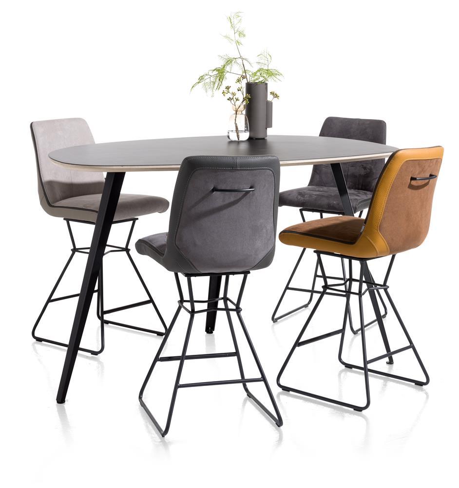 Table et chaises de bar style scandinave industriel