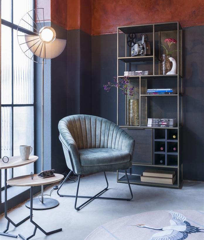 coin bibliothèque et fauteuil style industriel couleur anthracite