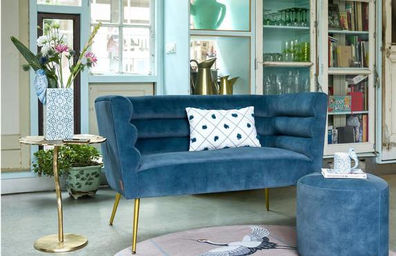 Petit canapé design en velours bleu