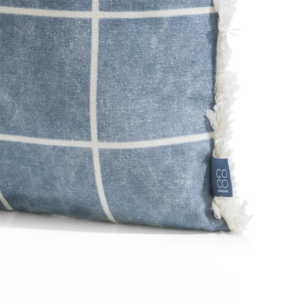 Coussin en coton bleu jean et beige avec contour à franges
