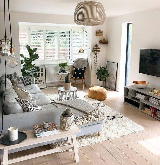 Salon cosy avec canapé en tissu gris