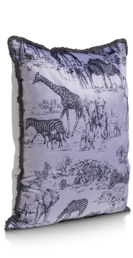 Coussin en velours gris motifs faune et flore africaine