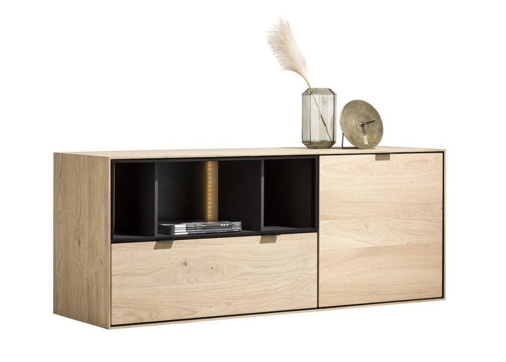 Buffet moderne à suspendre composé de bois de chêne