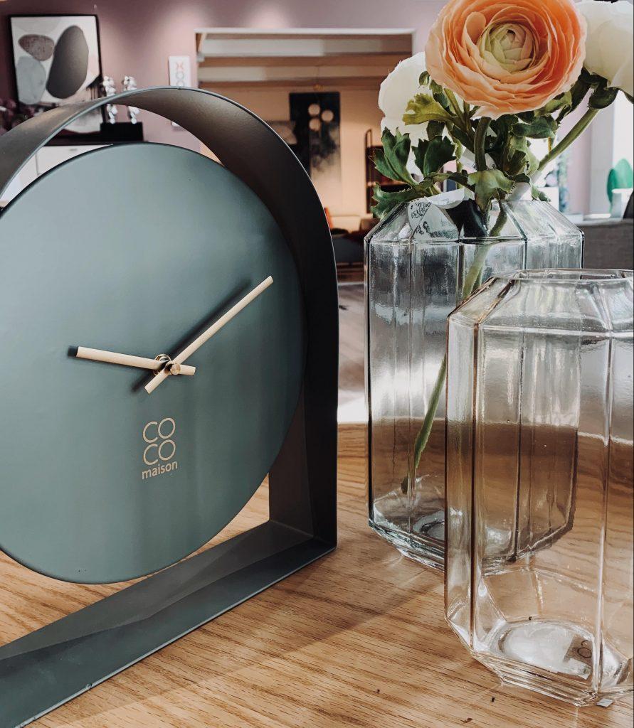 Horloge et vases marque coco maison style minimaliste