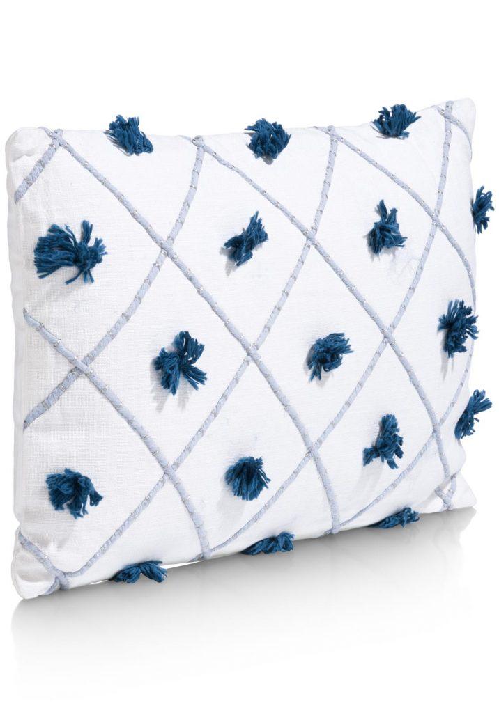 Coussin rectangulaire en coton blanc avec pompons bleus