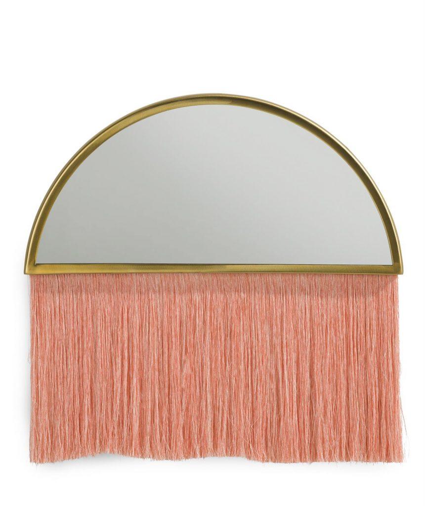 Miroir bohème en demi-lune doré avec une frange corail