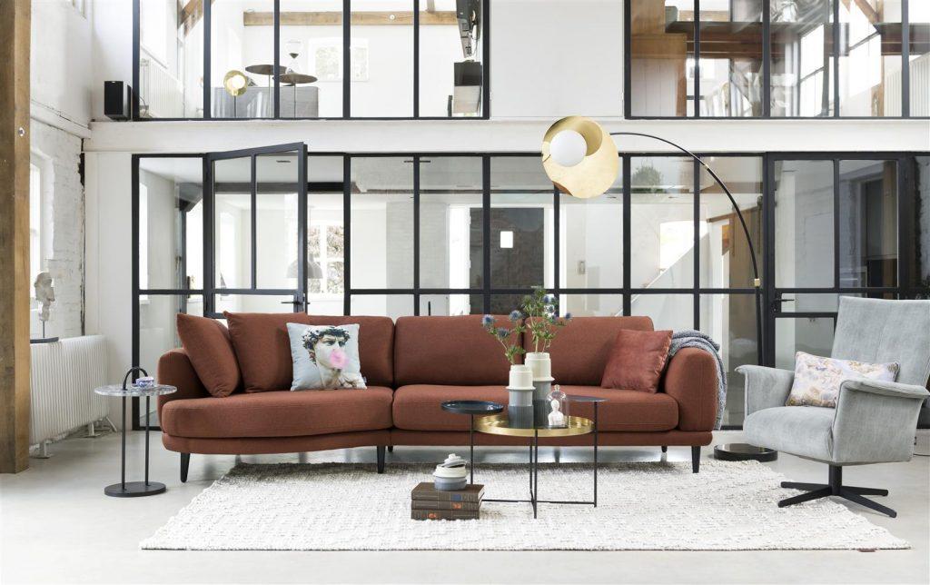 Ambiance salon loft contemporain canapé tissu terracotta
