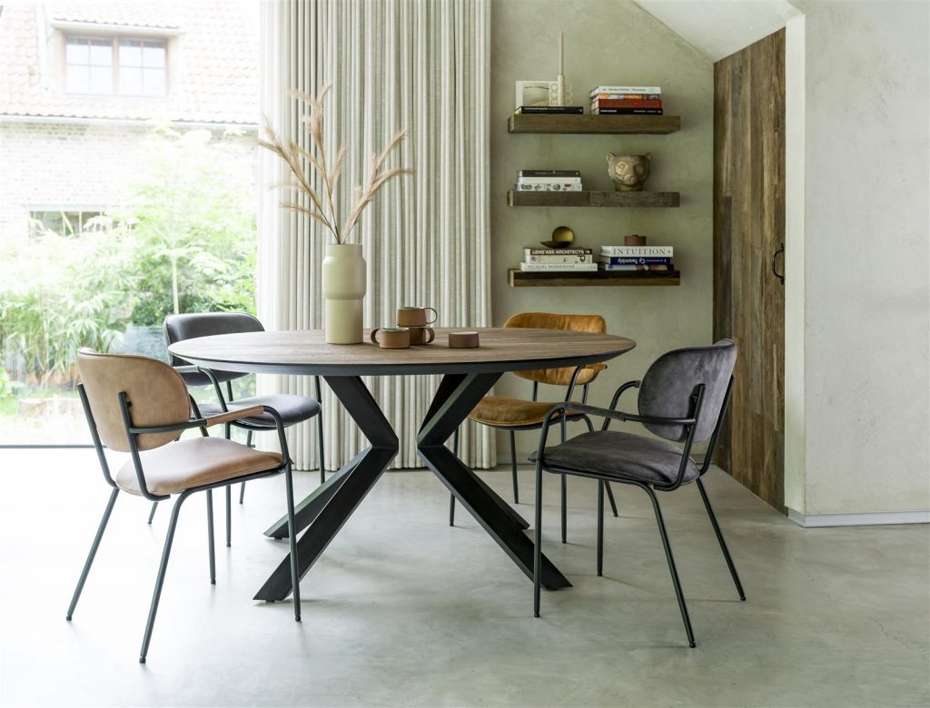 Ambiance salle à manger minimaliste et naturelle