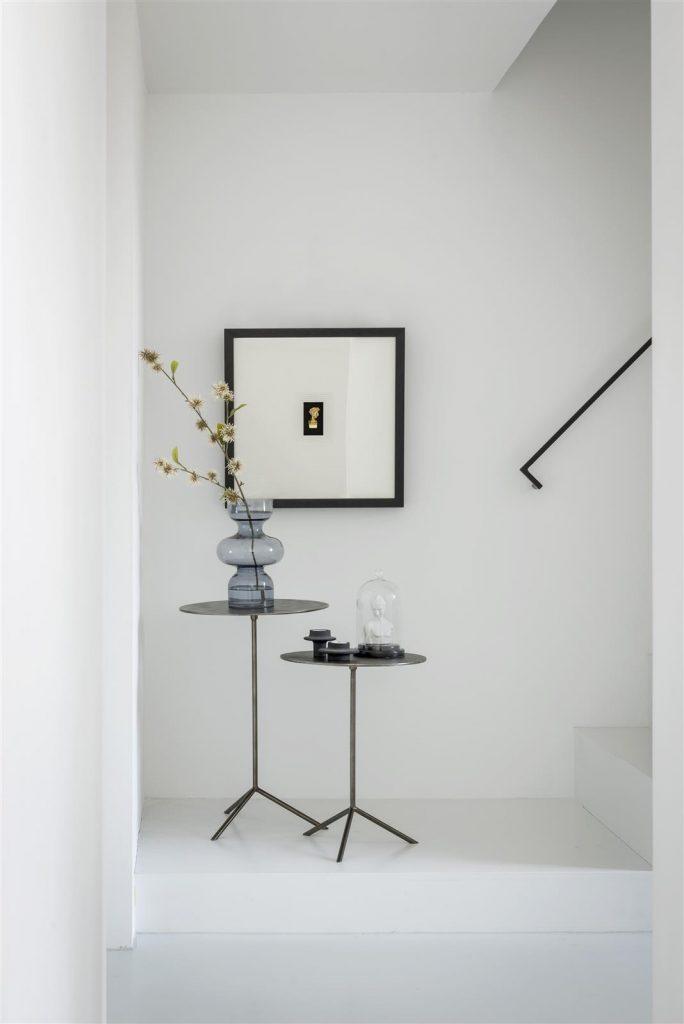 Décoration table d'appoint minimaliste et contemporaine