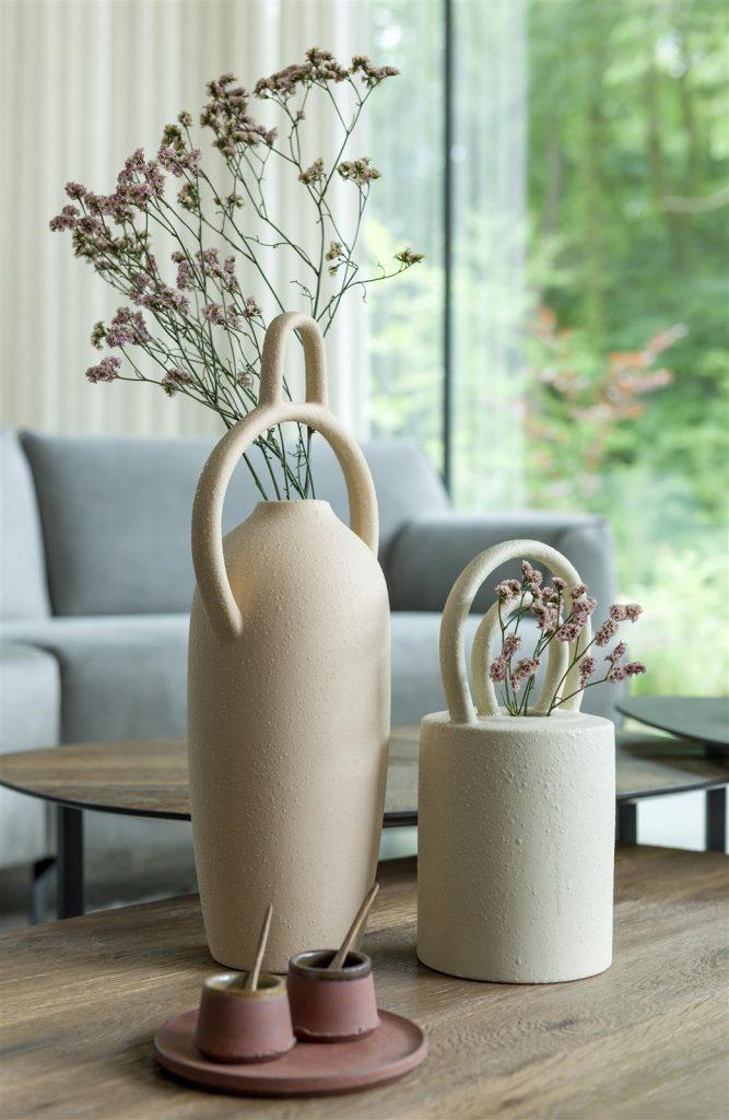 Vases design en céramique beige texture sable