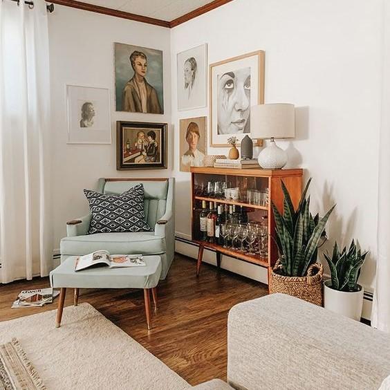 Salon tendance mur de cadres vintages