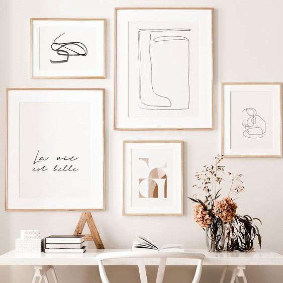 Décoration accumulation de cadre minimalistes