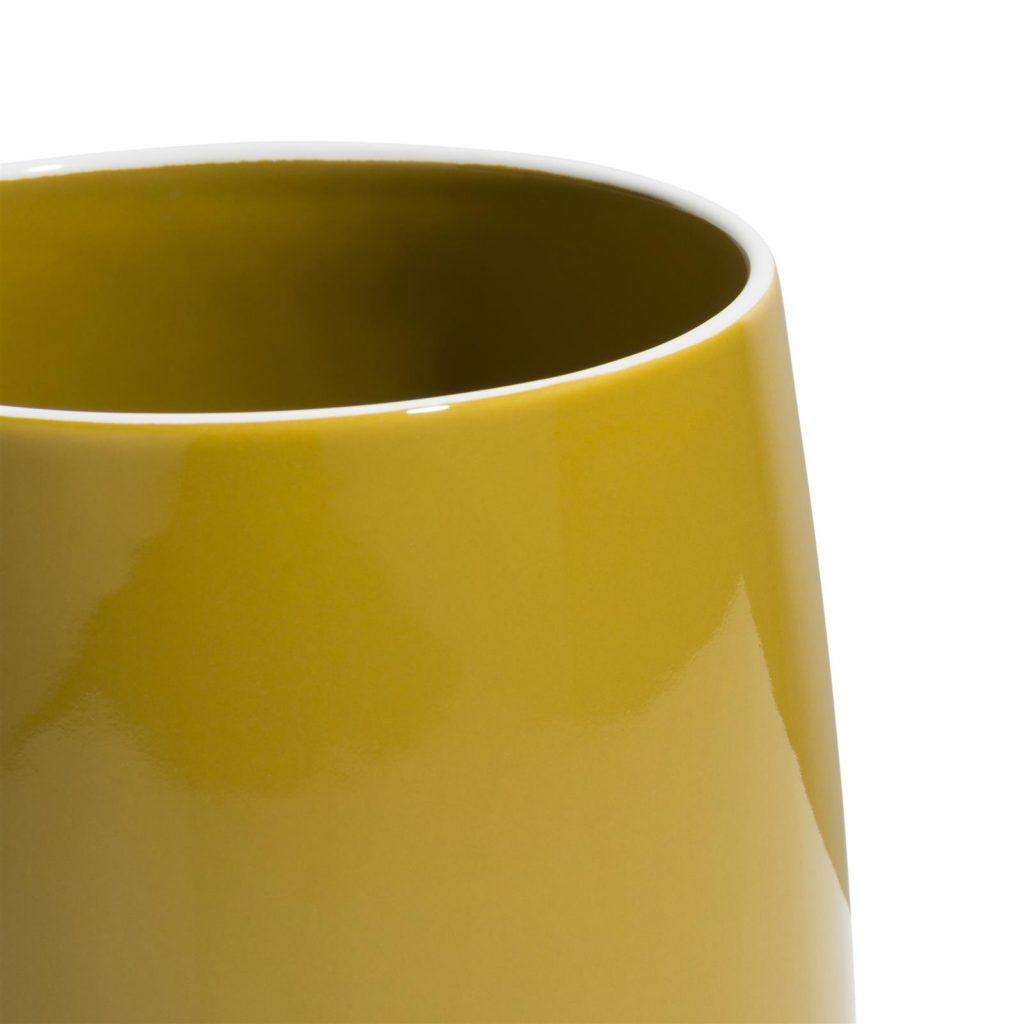 Pot de fleurs en céramique jaune moutarde