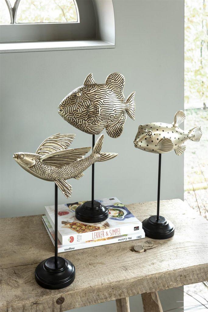 Décoration bord de mer avec sculptures poisson en argent