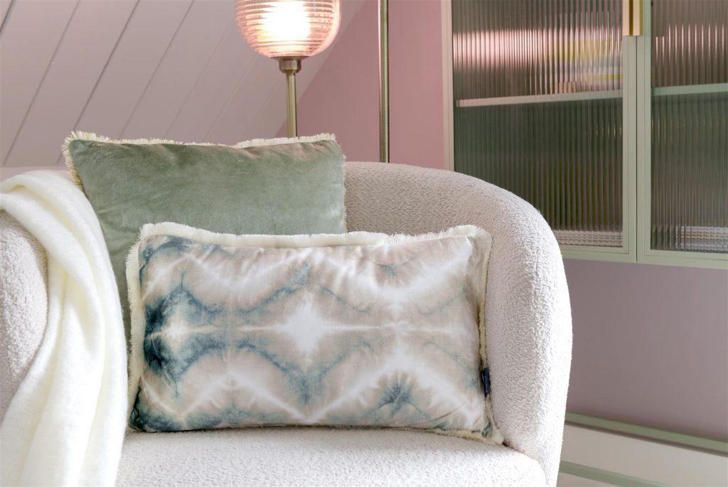 Coussin rectangulaire à franges dégradé blanc et bleu