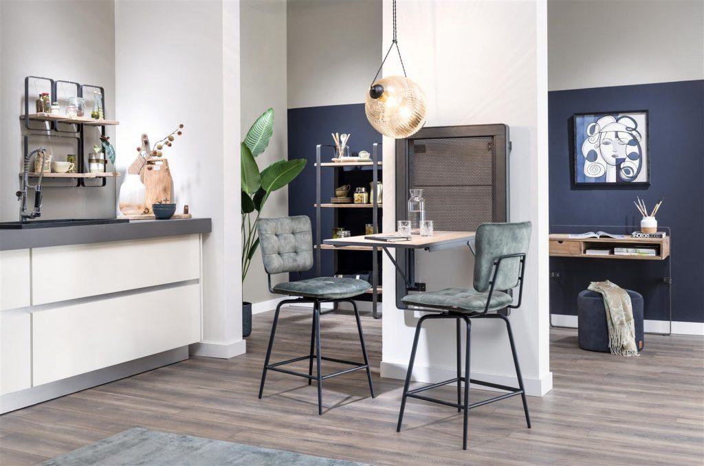 Ambiance cuisine ouverte et contemporain avec meubles en bois de kikar naturel