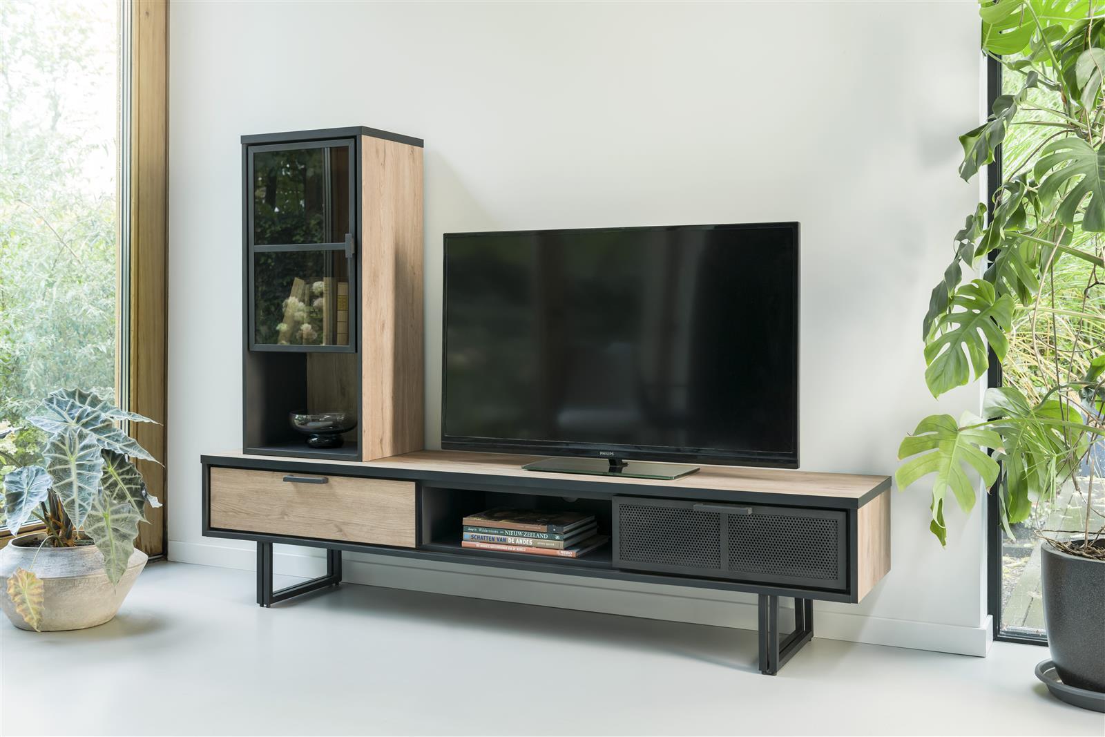 Meuble tv industriel avec étagères vitrées