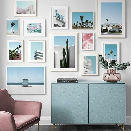Tendance mur de cadres couleurs pastel