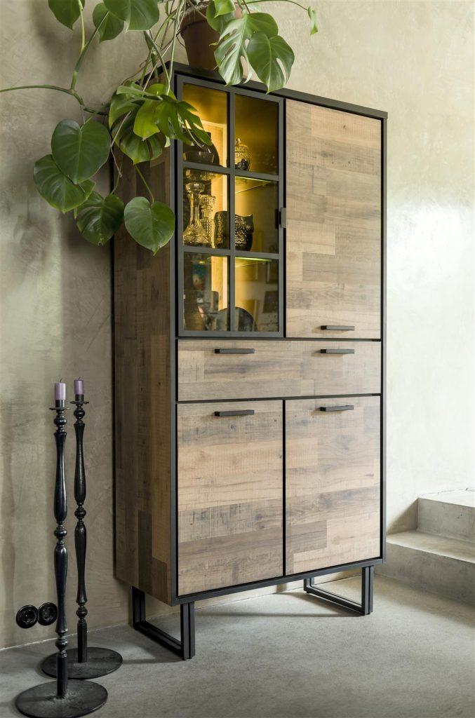 Armoire style industriel en bois et métal avec éclairage LED