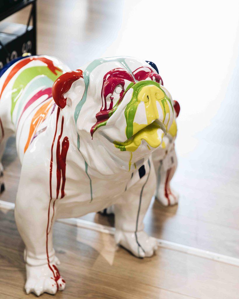 Statue chien art déco coloré