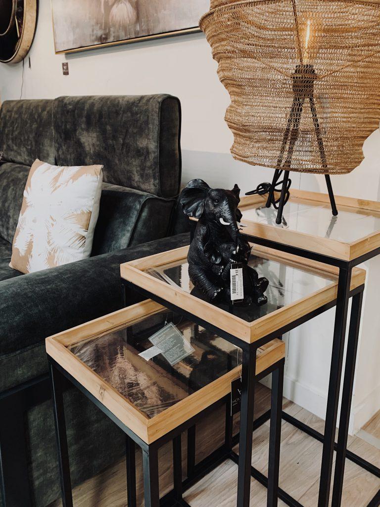 Tables d'appoint gigognes en bois brut et métal noir