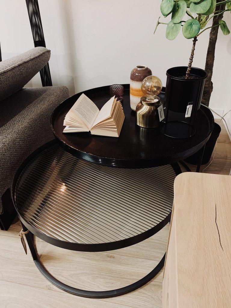 Table basse gigogne rétro chic en métal noir et verre ondulé