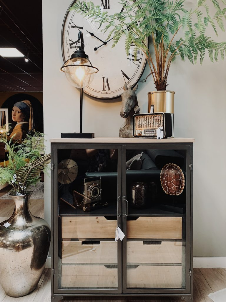 Vitrine bois et métal style moderne et industriel