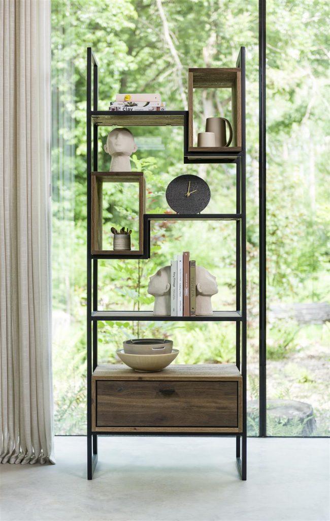 Bibliothèque minimaliste en métal et bois de chêne foncé