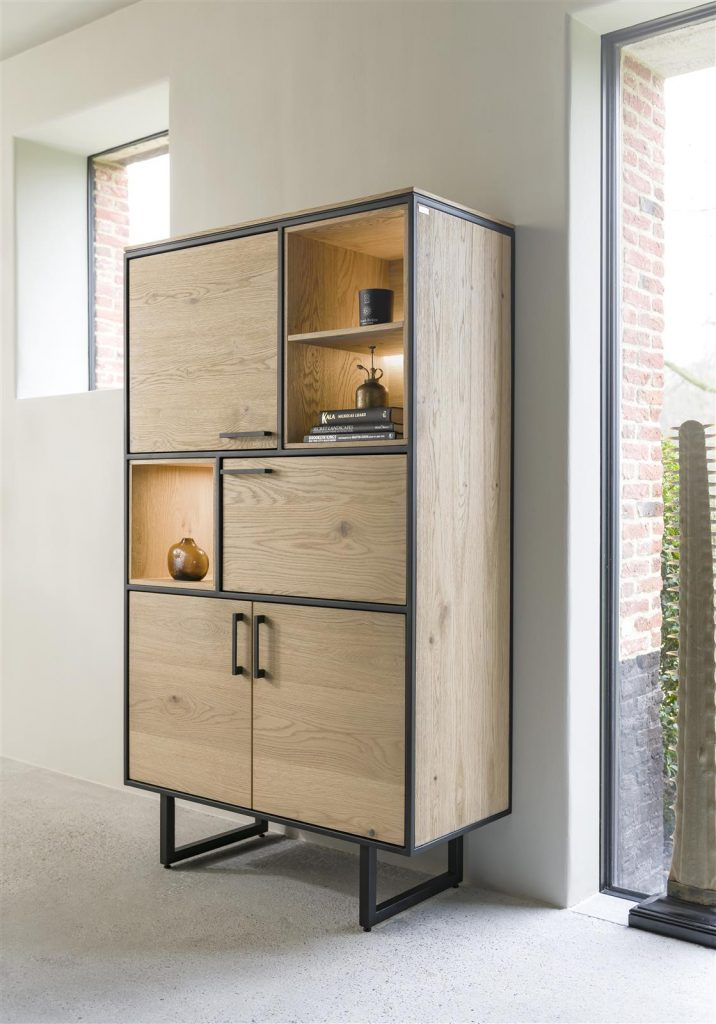 Armoire industriel et moderne en bois de chêne naturel et métal noir