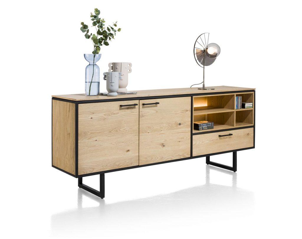 Buffet industriel et minimaliste en bois de chêne et métal noir