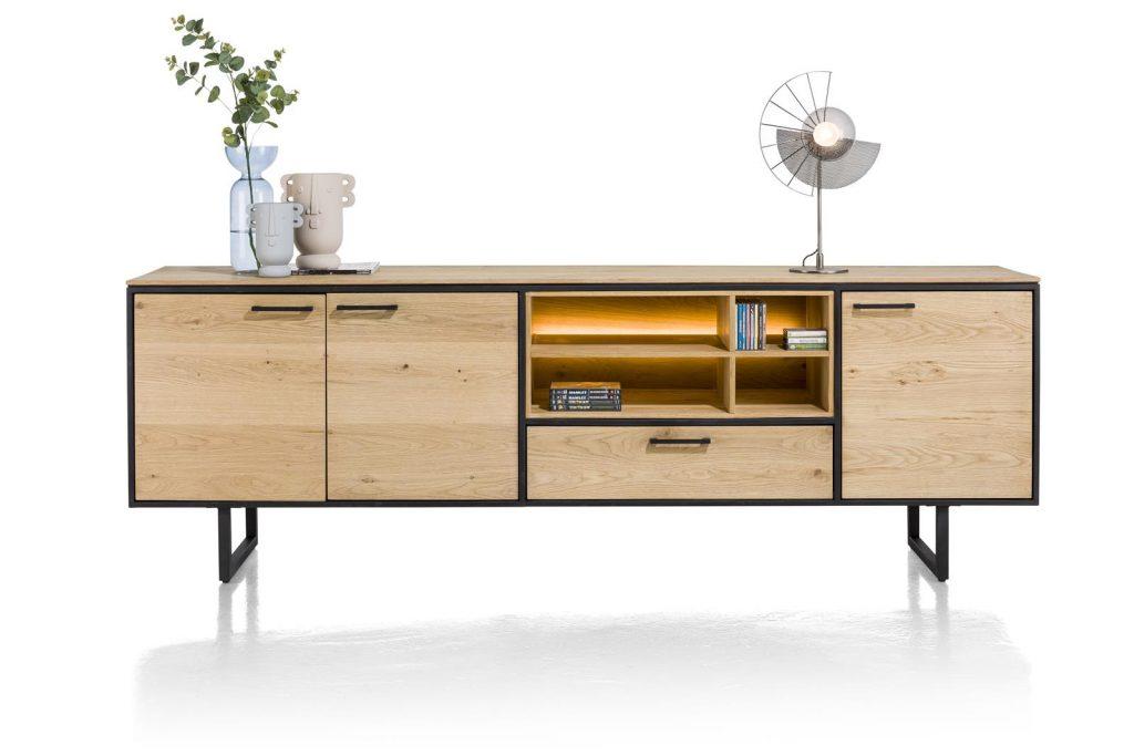 Grand buffet industriel et minimaliste en bois de chêne naturel et éclairage LED